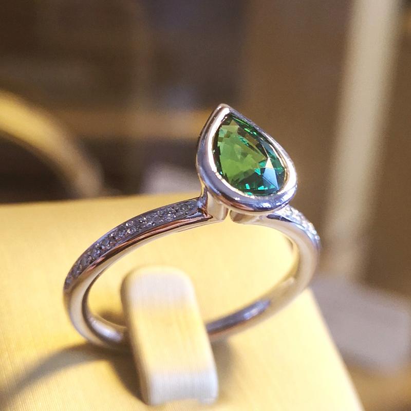 Amazonia bague or gris, diamants, grenat tsavorite