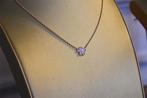Mucha Or jaune diamants et laque