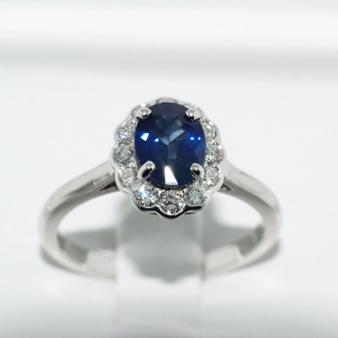 Bague de fiancailles saphir bleu roi 12 diamants
