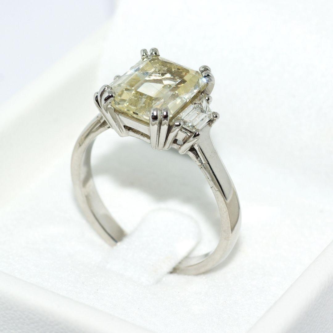 Bague de fiançailles en platine, saphir jaune (non chauffé) et diamants tapers
